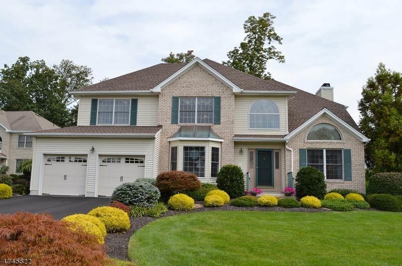 Maison unifamiliale pour l Vente à 22 Sheldon Court East Hanover, New Jersey 07936 États-Unis