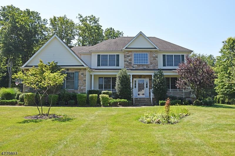 Maison unifamiliale pour l Vente à 37 Reger Road Roxbury Township, New Jersey 07876 États-Unis