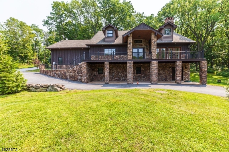Maison unifamiliale pour l Vente à 61 COMPTON Road Wantage, New Jersey 07461 États-Unis