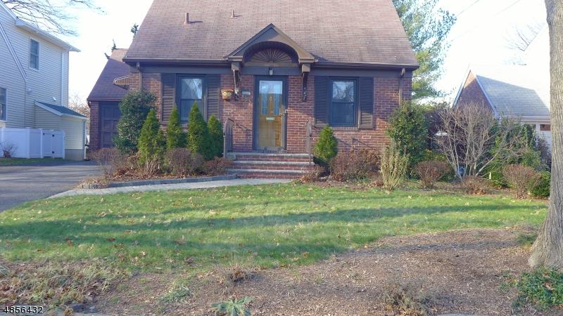 Maison unifamiliale pour l Vente à 855 GRANT Avenue Maywood, New Jersey 07607 États-Unis