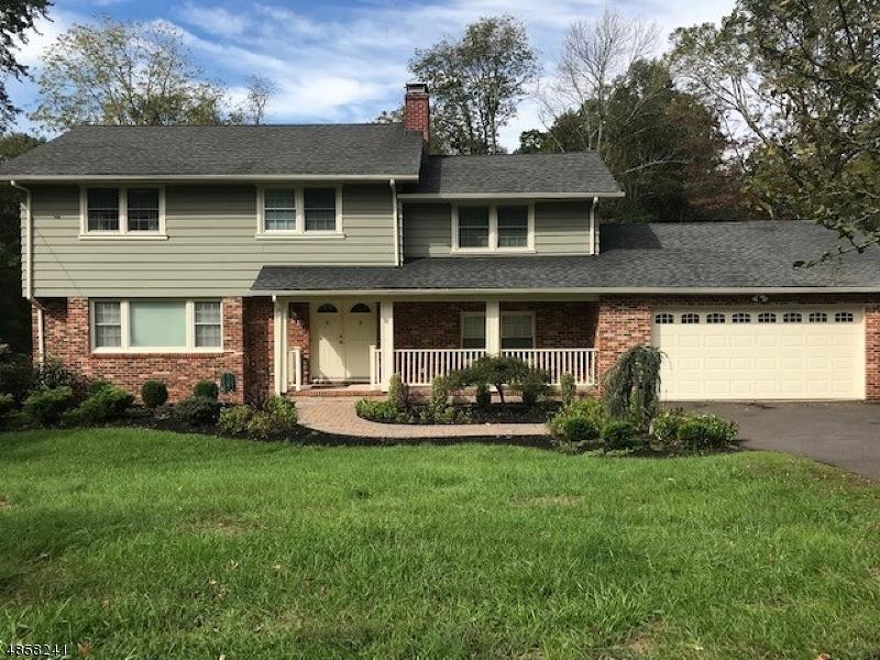 Property pour l Vente à 27 CRESTWOOD Drive Bridgewater, New Jersey 08807 États-Unis