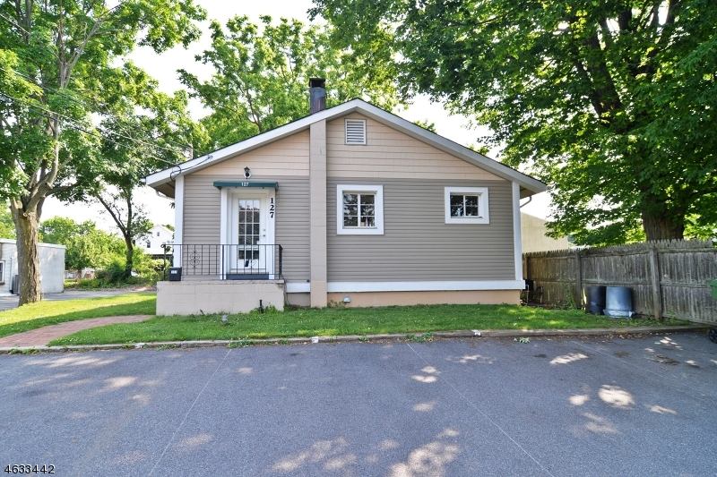 Property για την Πώληση στο 127 MAPLE Avenue Hackettstown, Νιου Τζερσεϋ 07840 Ηνωμένες Πολιτείες