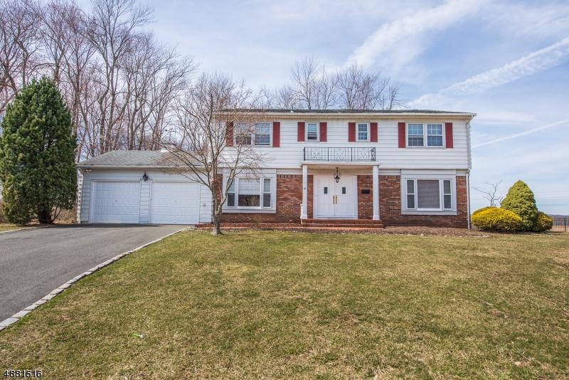 Maison unifamiliale pour l Vente à 22 CAROLYN Court East Hanover, New Jersey 07936 États-Unis
