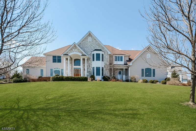 Villa per Vendita alle ore 1 MANCHUR COURT Raritan, New Jersey 08822 Stati Uniti