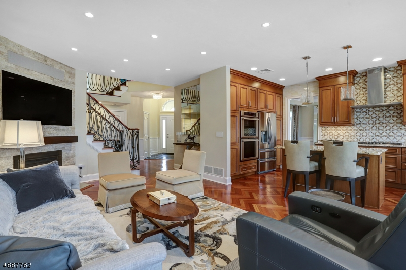 Condominio / Townhouse per Vendita alle ore 14 Keimel Court West Orange, New Jersey 07052 Stati Uniti