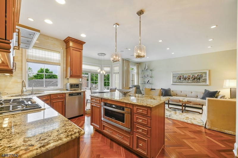 Condo / Townhouse for Sale at West Orange, New Jersey 07052 United States