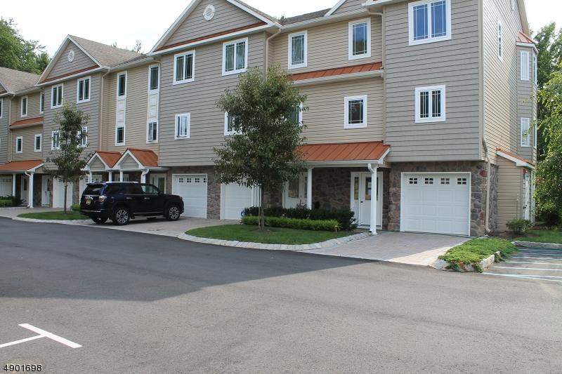 Condo / Townhouse pour l Vente à Aberdeen, New Jersey 07747 États-Unis