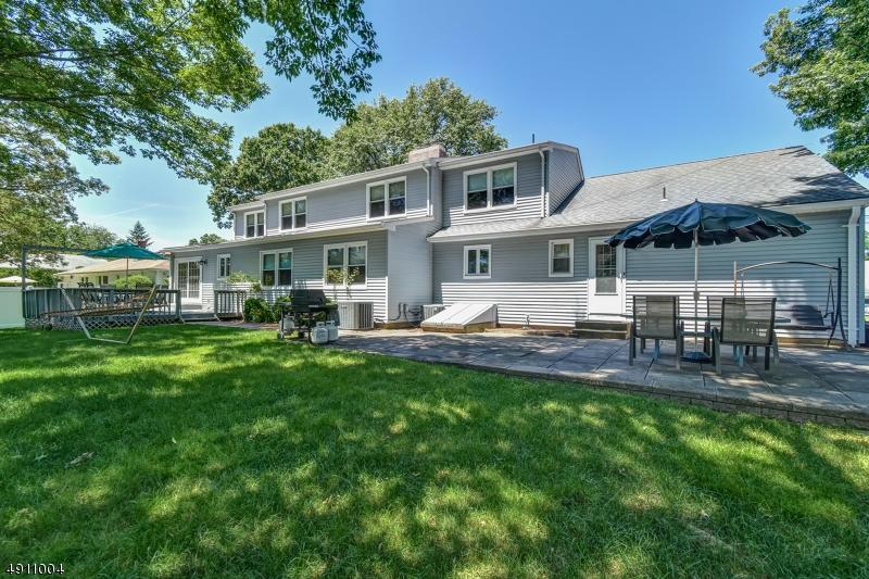Multi-Family Homes för Försäljning vid New Providence, New Jersey 07974 Förenta staterna