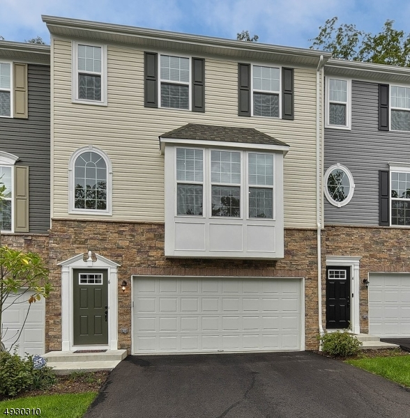 Condo / Townhouse for Sale at Mount Arlington, New Jersey 07856 United States