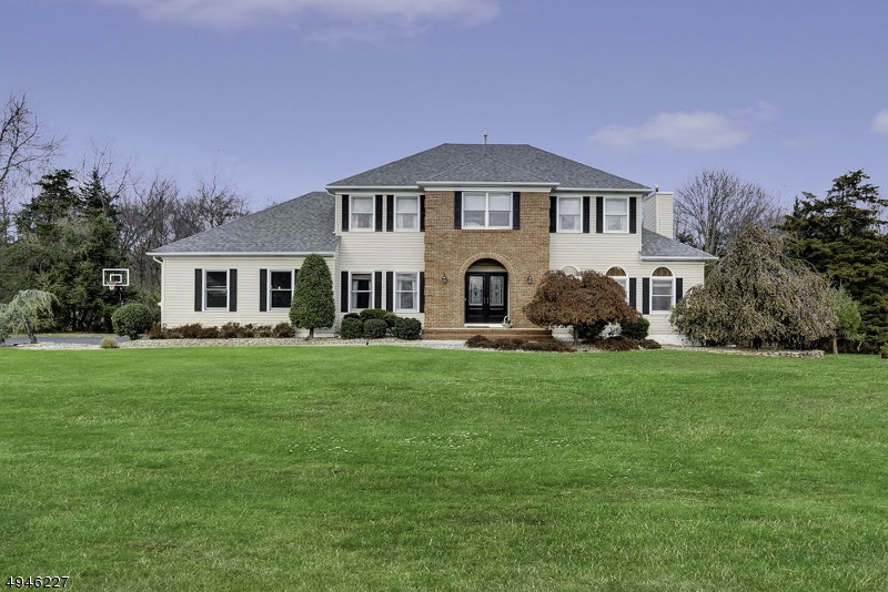 Single Family Homes 為 出售 在 Branchburg, 新澤西州 08853 美國