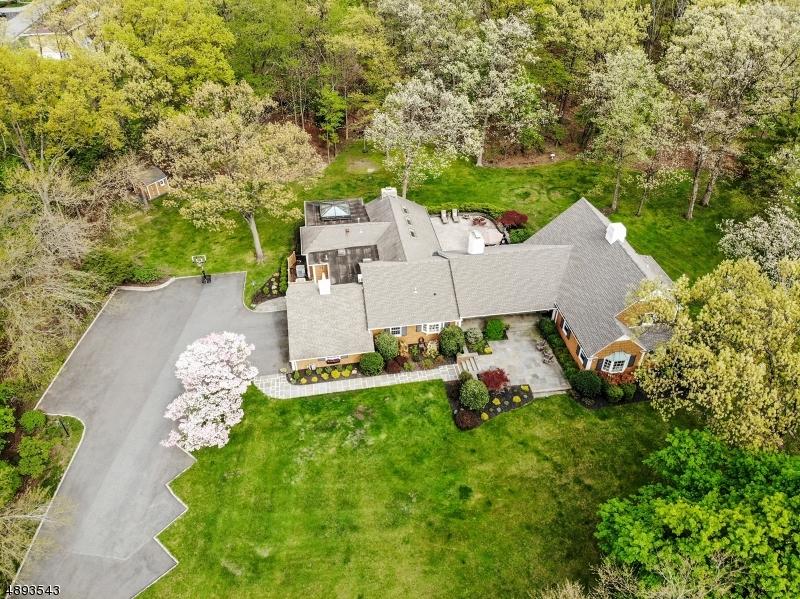 Single Family Homes için Satış at Little Falls, New Jersey 07424 Amerika Birleşik Devletleri