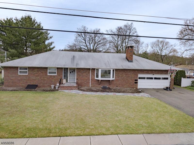 Single Family Homes per Vendita alle ore Pompton Lakes, New Jersey 07442 Stati Uniti