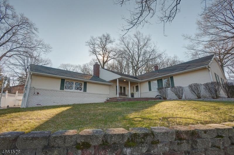 Single Family Homes للـ Sale في Springfield, New Jersey 07081 United States