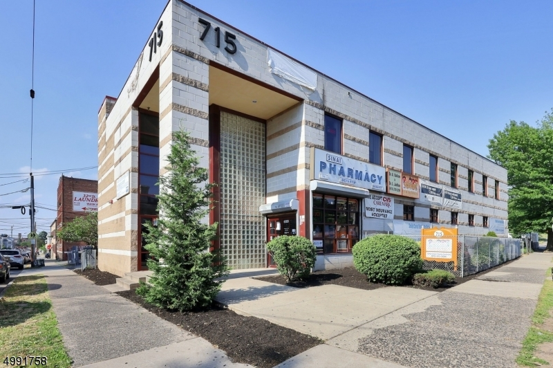 Commercial for Sale at Paterson, New Jersey 07514 United States