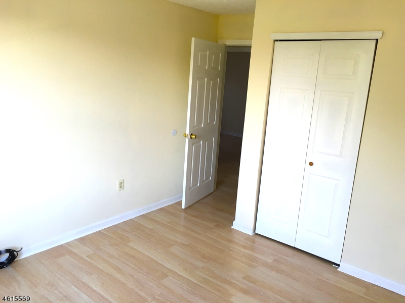 Additional photo for property listing at 9 Fisher Drive  Franklin Park, Nueva Jersey 08823 Estados Unidos