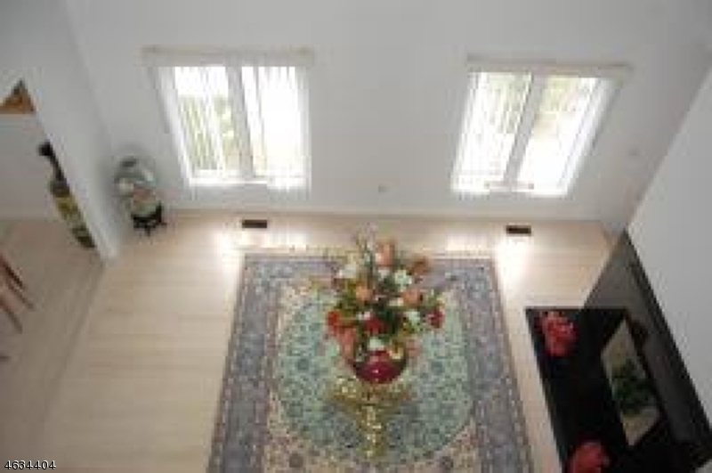Additional photo for property listing at 673 S Orange Avenue  Livingston, New Jersey 07039 États-Unis
