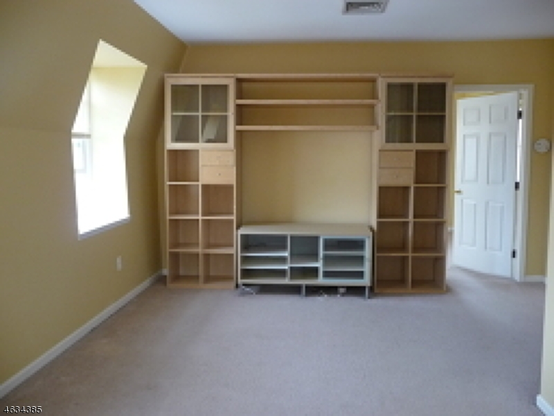 Additional photo for property listing at 49-51 WALL ST APT 8  Rockaway, New Jersey 07866 États-Unis
