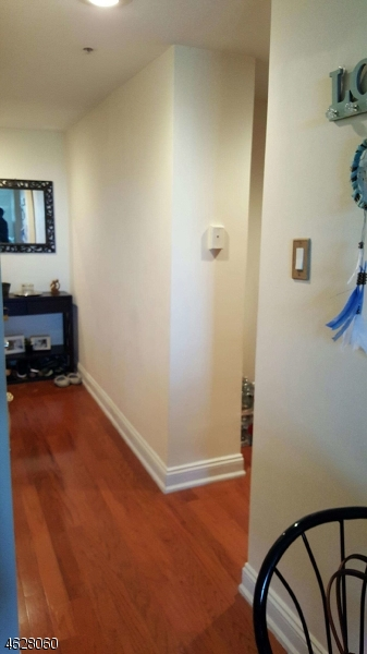 Additional photo for property listing at 60 Parkway Dr E  East Orange, Nueva Jersey 07017 Estados Unidos