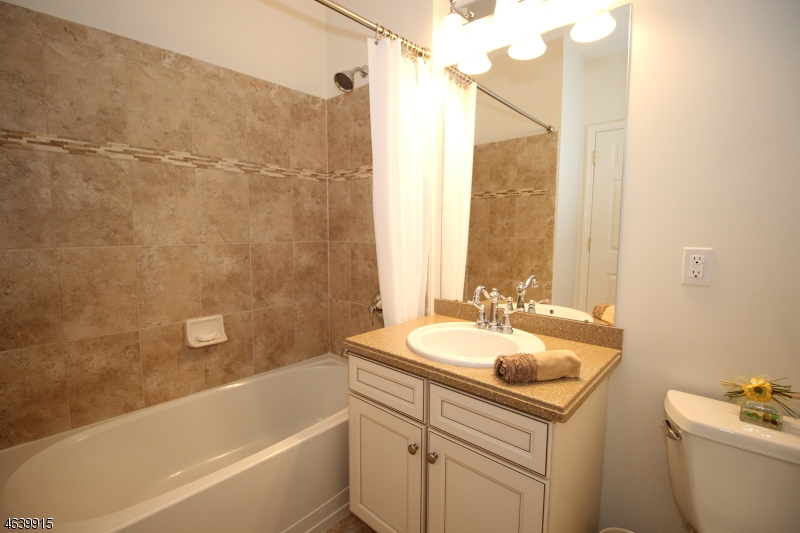 Additional photo for property listing at 17 Lara Place  Warren, New Jersey 07059 États-Unis