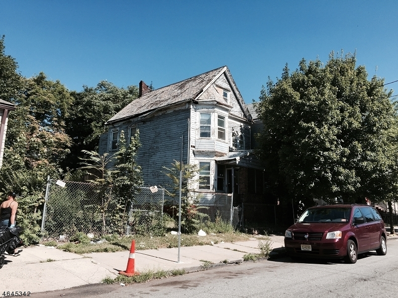 Additional photo for property listing at 255 S 7th Street  Newark, New Jersey 07103 United States