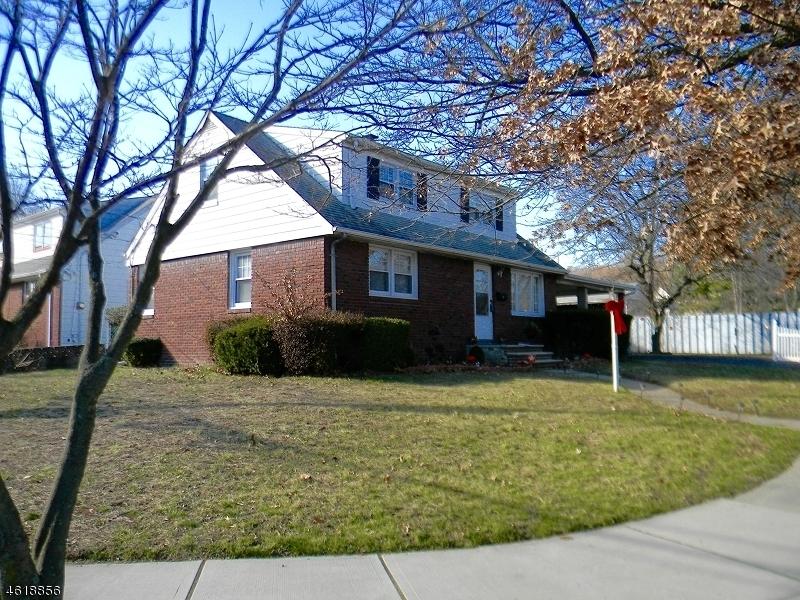 Частный односемейный дом для того Продажа на 25 Furrey Pl, CV Paterson, Нью-Джерси 07522 Соединенные Штаты