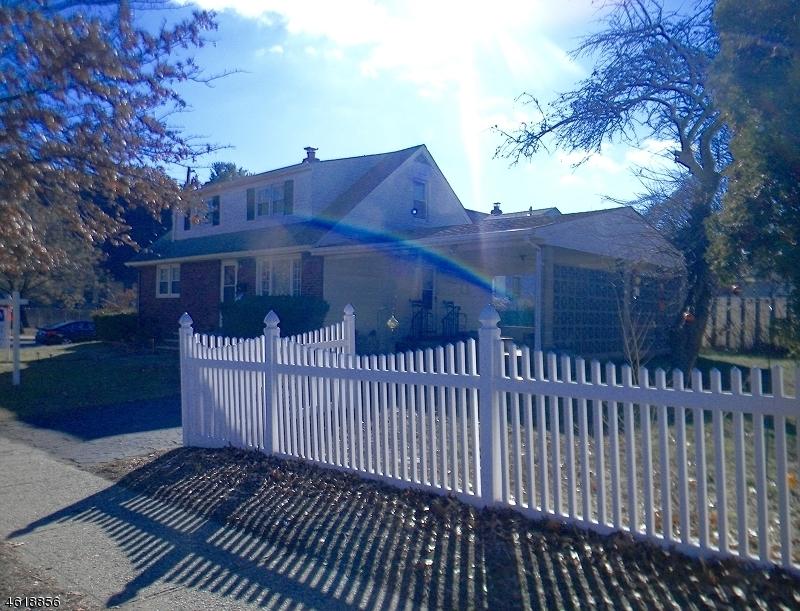 独户住宅 为 销售 在 25 Furrey Pl, CV Paterson, 新泽西州 07522 美国