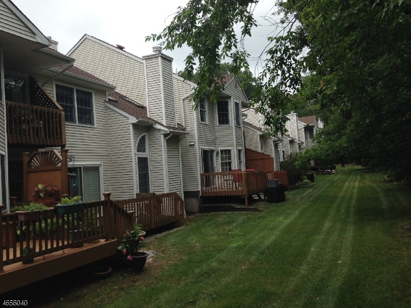 Additional photo for property listing at 2 Christopher Court  Lincoln Park, New Jersey 07035 États-Unis