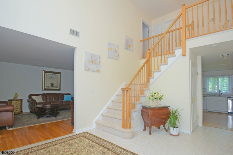 Additional photo for property listing at 75 Carol Place  Wayne, Nueva Jersey 07470 Estados Unidos