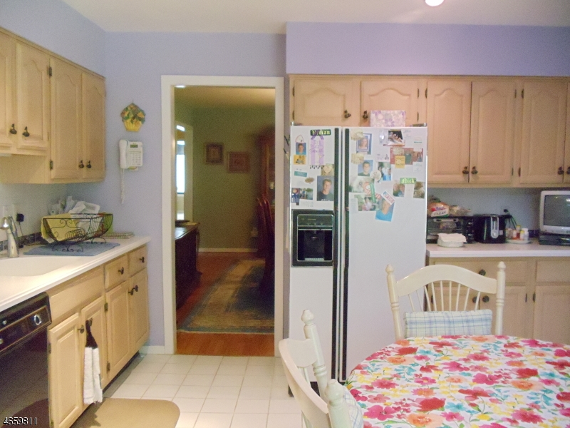 Additional photo for property listing at 8 Crescent Hollow Court  Ramsey, New Jersey 07446 États-Unis