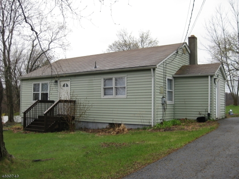 Maison unifamiliale pour l Vente à 25 Meadows Road Lafayette, New Jersey 07848 États-Unis
