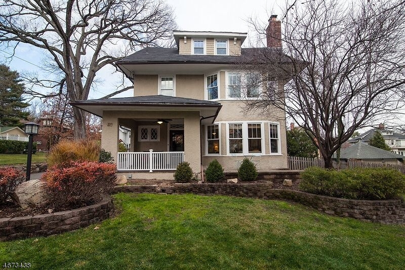 Single Family Home for Sale at 27 Roosevelt Road Maplewood, 07040 United States