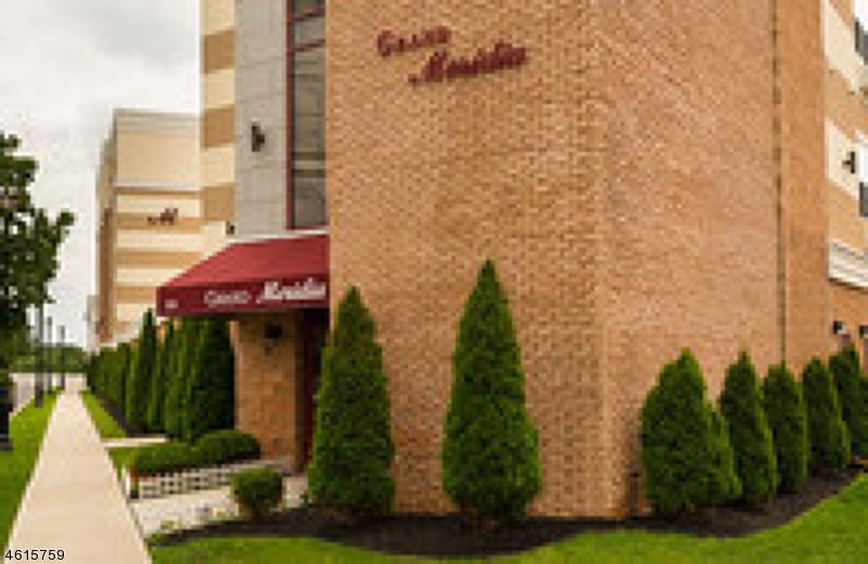 Частный односемейный дом для того Аренда на 255 E Grand Avenue Rahway, Нью-Джерси 07065 Соединенные Штаты