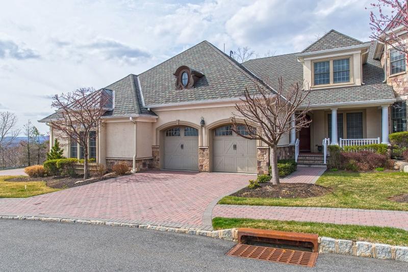 独户住宅 为 销售 在 13 Windsor Lane 拉姆齐, 07446 美国