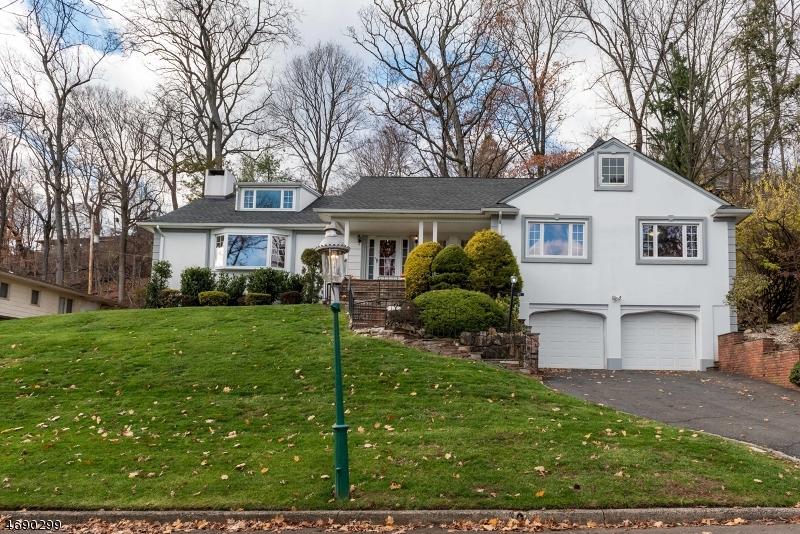 Maison unifamiliale pour l Vente à 23 Stonehill Road South Orange, New Jersey 07079 États-Unis