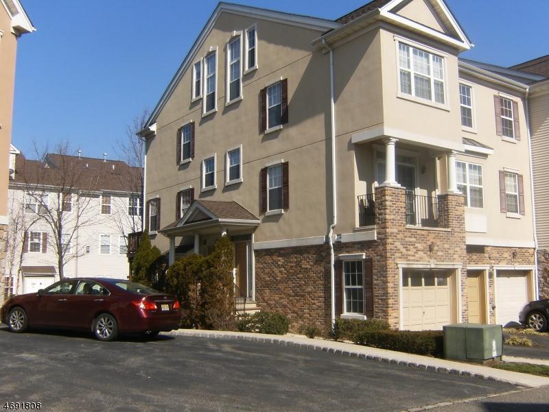 独户住宅 为 出租 在 158 George Russell Way 克利夫顿, 新泽西州 07013 美国