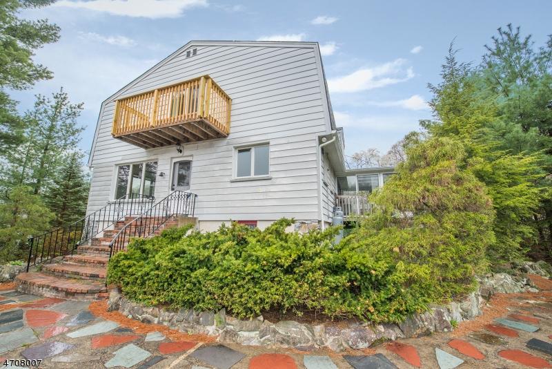 Maison unifamiliale pour l à louer à 132 Broadway West Milford, New Jersey 07480 États-Unis