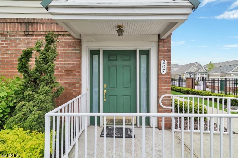 Einfamilienhaus für Verkauf beim 207 Olivio Drive 207 Olivio Drive Belleville, New Jersey 07109 Vereinigte Staaten