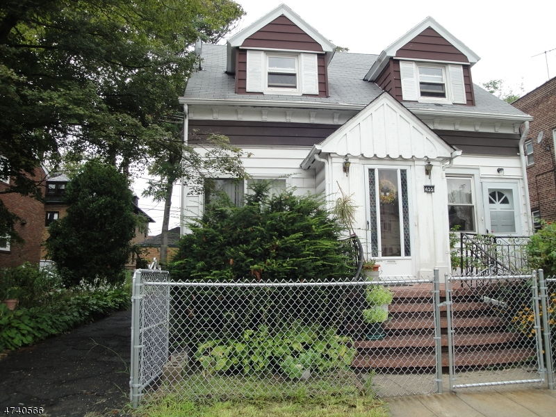 Частный односемейный дом для того Аренда на 455 Halsted Street East Orange, Нью-Джерси 07018 Соединенные Штаты