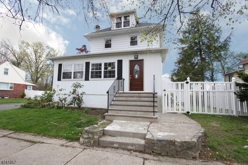 Single Family Home for Sale at 98 Phelps Avenue Bergenfield, New Jersey 07621 United States