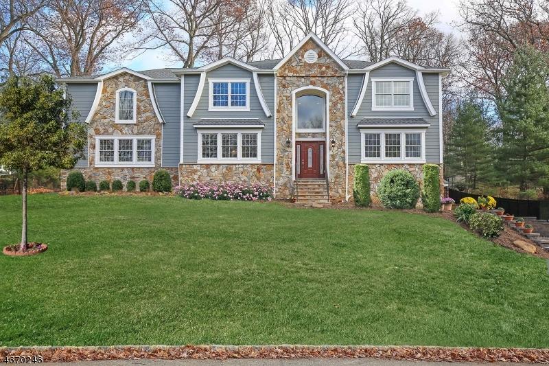 Maison unifamiliale pour l Vente à 24 Willowbrook Drive 24 Willowbrook Drive Caldwell, New Jersey 07006 États-Unis