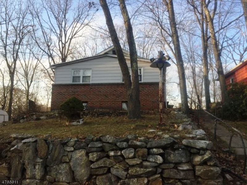 Single Family Home for Sale at 16 Lincoln Trail Hopatcong, New Jersey 07843 United States