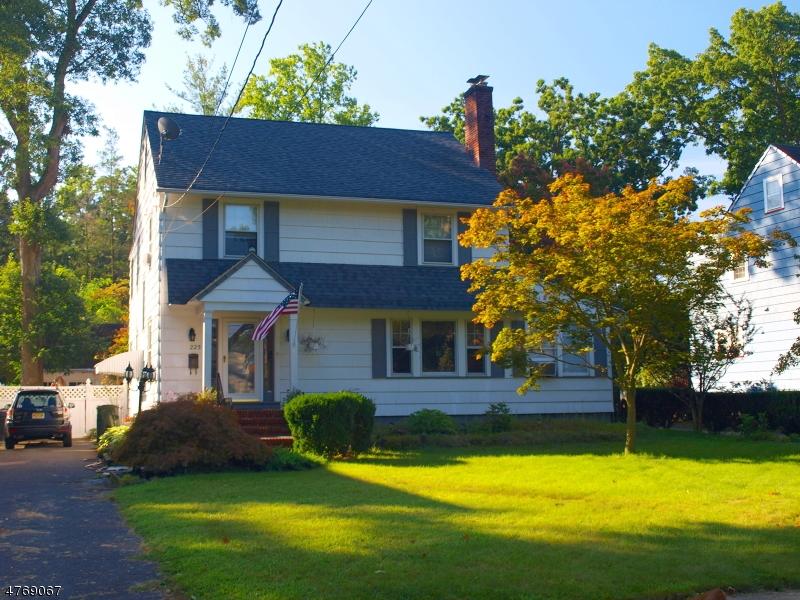 Casa Unifamiliar por un Venta en 225 Oak Pkwy Dunellen, Nueva Jersey 08812 Estados Unidos