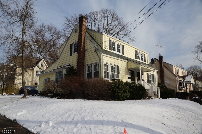 独户住宅 为 出租 在 102 Paterson Avenue 米德兰帕克, 新泽西州 07432 美国