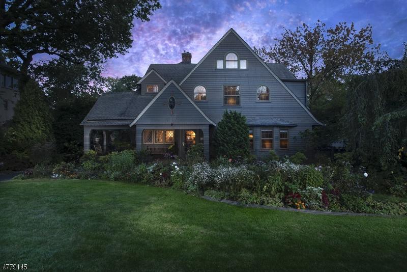 Maison unifamiliale pour l Vente à 267 MIDLAND Avenue Montclair, New Jersey 07042 États-Unis