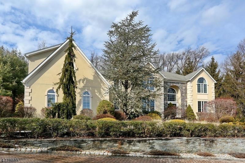 独户住宅 为 销售 在 31 Degraaf Court 莫瓦, 新泽西州 07430 美国