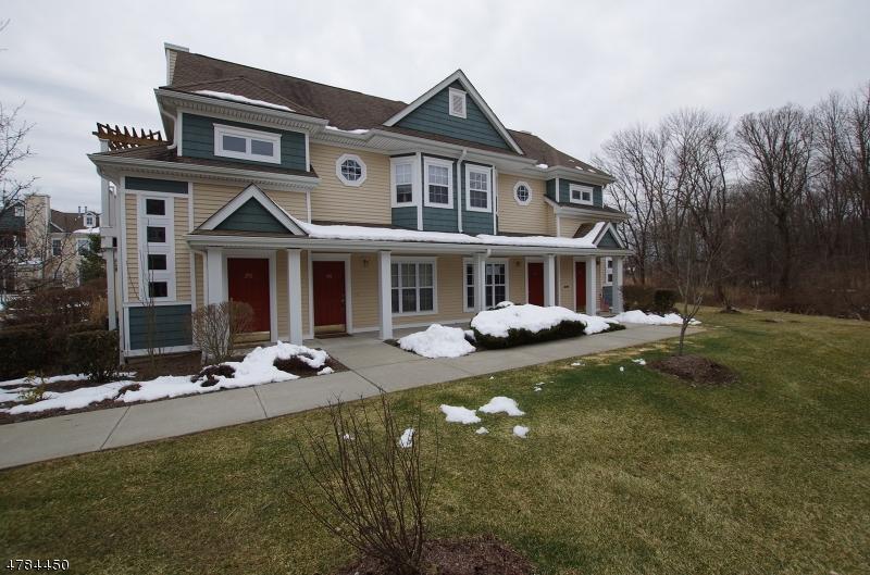 Condominio / Townhouse per Vendita alle ore 144 Old Farm Drive Allamuchy, New Jersey 07838 Stati Uniti