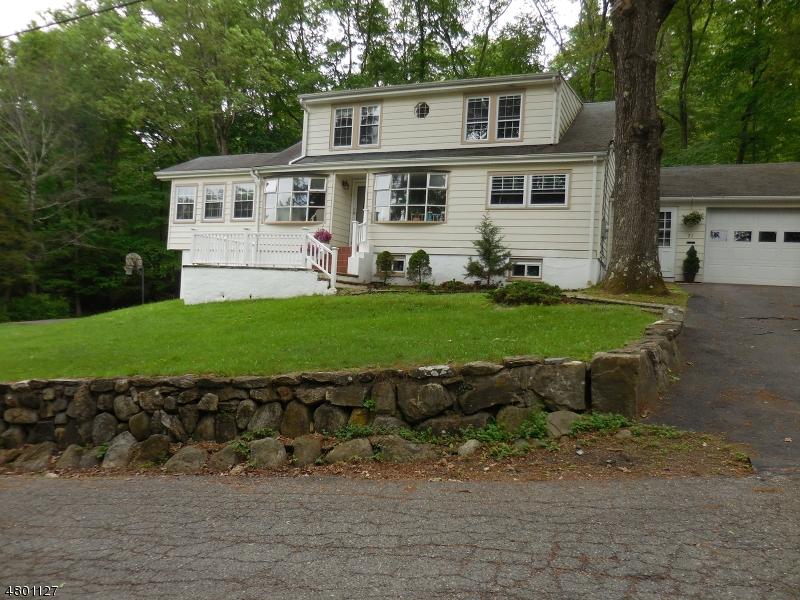 Частный односемейный дом для того Продажа на 21 Longview Road Sparta, Нью-Джерси 07871 Соединенные Штаты