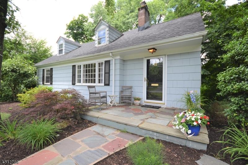 Casa Unifamiliar por un Venta en 23 PARK Lane Essex Fells, Nueva Jersey 07021 Estados Unidos