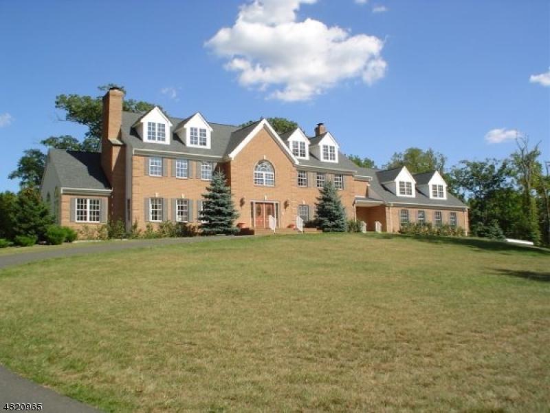 Maison unifamiliale pour l Vente à 370 DUTCHTOWN Road Hillsborough, New Jersey 08844 États-Unis