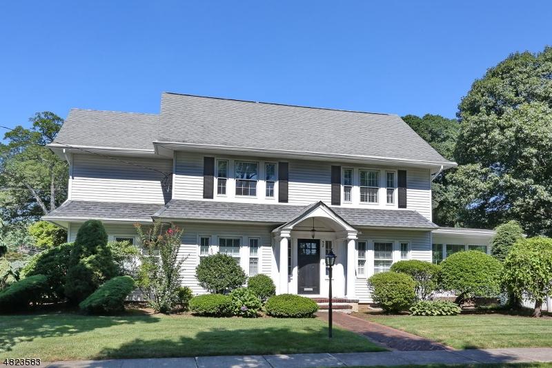 独户住宅 为 销售 在 52 BERKELEY Place 格伦洛克, 新泽西州 07452 美国